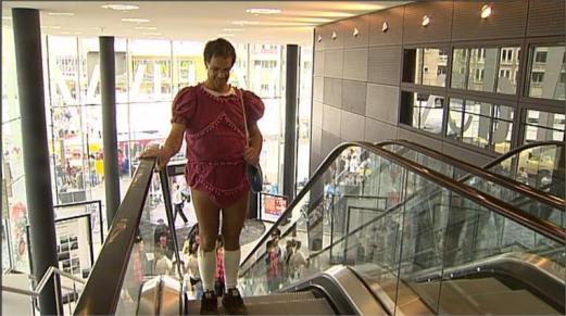 man in baby kleding